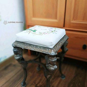 Мебель ручной работы. Ярмарка Мастеров - ручная работа Сиденье (оббивка) с вышивкой на табурет. Handmade.