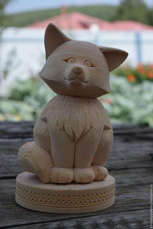Сувениры ручной работы. Ярмарка Мастеров - ручная работа. Купить Лиса, деревянная скульптура на подставке.. Handmade. Бежевый, лиса