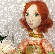 Куклы и игрушки ручной работы. Ярмарка Мастеров - ручная работа Кукла текстильная игровая в оранжево-зеленом платье с рыжими волосами. Handmade.