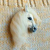 Куклы и игрушки ручной работы. Ярмарка Мастеров - ручная работа Брошь Лошадь белая. Handmade.