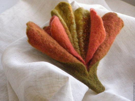 Броши ручной работы. Ярмарка Мастеров - ручная работа. Купить Валяная из шерсти брошь Цветок осени.. Handmade. Оранжевый, валяная