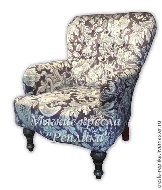 Винтажное кресло леди с высокой спинкой