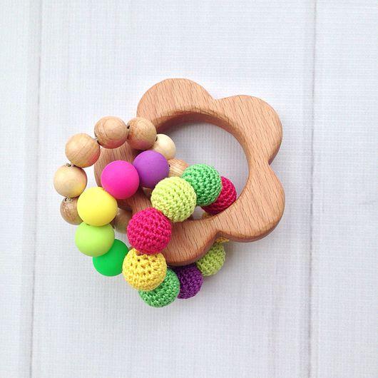Развивающие игрушки ручной работы. Ярмарка Мастеров - ручная работа. Купить Буковый грызунок-погремушка Цветочек с тремя тактильными колечками. Handmade.