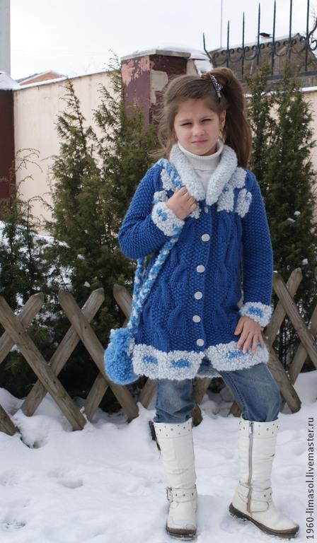 """Одежда для девочек, ручной работы. Ярмарка Мастеров - ручная работа. Купить пальто вязаное детское """"Шалунья"""" и сумочка. Handmade. Голубой"""