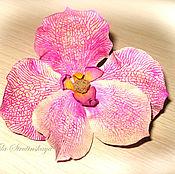 Цветы и флористика ручной работы. Ярмарка Мастеров - ручная работа брошь орхидея из кожи.Цветы из кожи.Цвет фуксия, цикламен. Handmade.