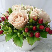 Букеты ручной работы. Ярмарка Мастеров - ручная работа Букет с розами и земляникой - полимерная глина. Handmade.