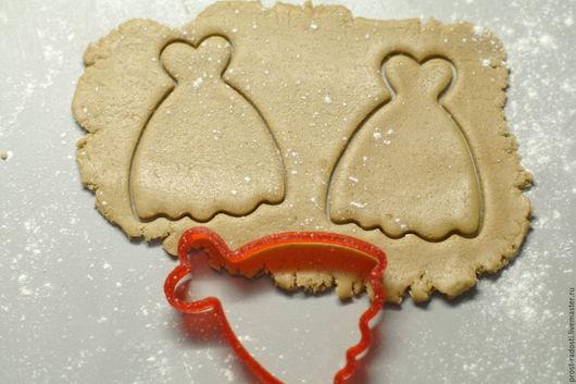 """Кухня ручной работы. Ярмарка Мастеров - ручная работа. Купить Форма для пряников и печенья """"Платье"""". Handmade. Ярко-красный"""
