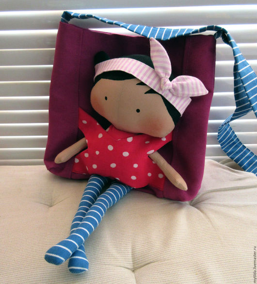 Человечки ручной работы. Ярмарка Мастеров - ручная работа. Купить Сумочка с куклой. Handmade. Сумочка для куклы, детская сумочка, розовый