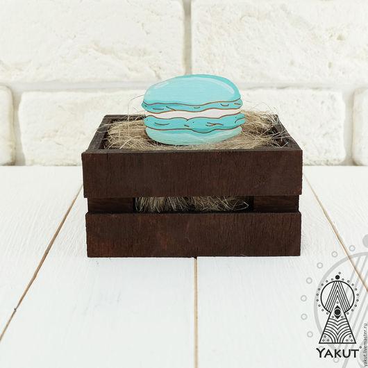 Броши ручной работы. Ярмарка Мастеров - ручная работа. Купить Деревянный значок Макарон (4цвета) печенье / деревянная брошь. Handmade.