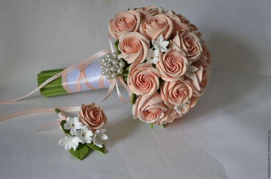 Свадебный букет невесты из викторианских роз и стефанотисов