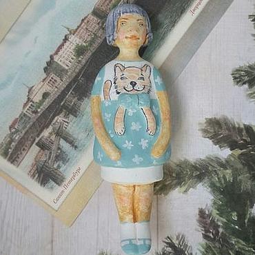 """Подарки к праздникам ручной работы. Ярмарка Мастеров - ручная работа """"Девочка в платье с котиком"""". Ёлочная игрушка из паперклея. Handmade."""