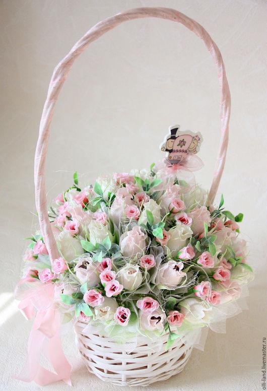 """Букеты ручной работы. Ярмарка Мастеров - ручная работа. Купить Букет из конфет в корзине """"Любимой принцессе"""". Handmade. Бледно-розовый"""