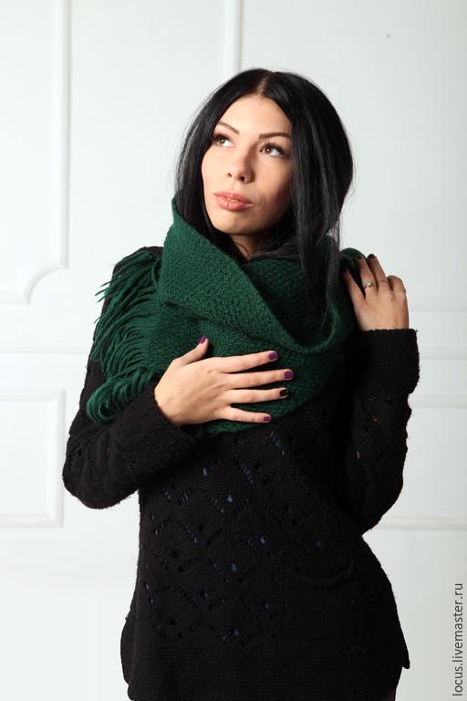 """Шарфы и шарфики ручной работы. Ярмарка Мастеров - ручная работа. Купить Вязаный шарф """"Изумрудный"""". Handmade. Зеленый, вязаный шарф"""