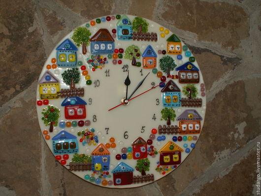 """Часы для дома ручной работы. Ярмарка Мастеров - ручная работа. Купить Часы настенные  """"Городок""""(фьюзинг). Handmade. Бежевый, подарок на свадьбу"""