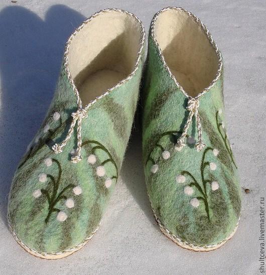 """Обувь ручной работы. Ярмарка Мастеров - ручная работа. Купить тапочки валяные женские  """"Ландыши"""". Handmade. Зеленый, весенние цветы"""