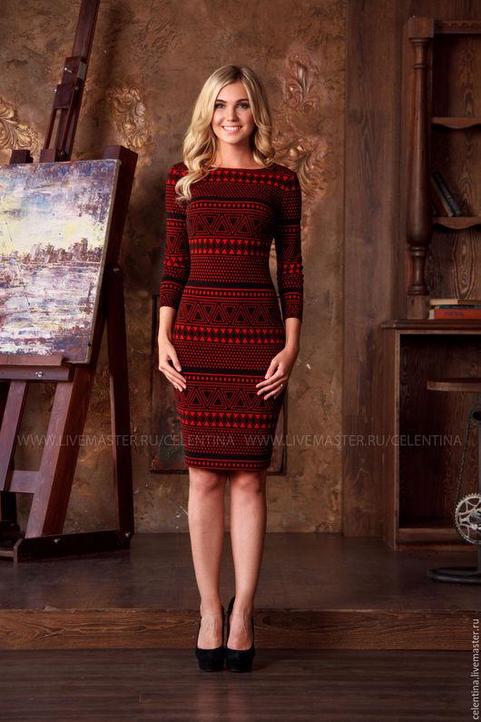Короткое красное платье футляр с рукавом три четверти