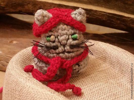 Игрушки животные, ручной работы. Ярмарка Мастеров - ручная работа. Купить Котик вязаный малый в шапочке и шарфике. Handmade.