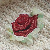 Украшения ручной работы. Ярмарка Мастеров - ручная работа Брошь кулон Красная роза, вышивка гладью. Handmade.