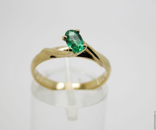 Кольца ручной работы. Ярмарка Мастеров - ручная работа. Купить Золотое кольцо с овальным Изумрудом.. Handmade. Изумруд натуральный