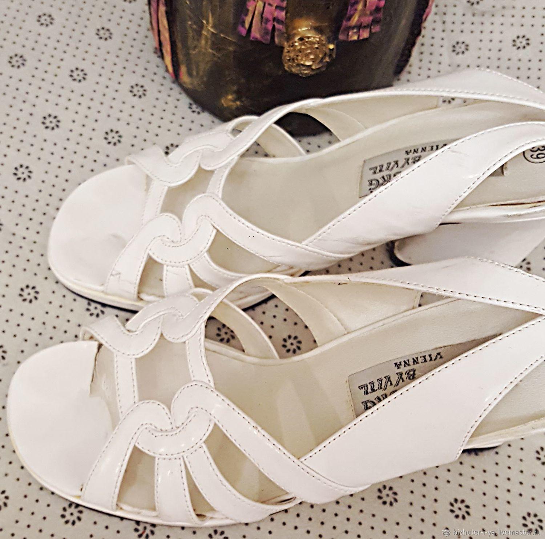Винтажная обувь. Ярмарка Мастеров - ручная работа. Купить Винтаж: На благородных подошвах -  изысканная обувь из Вены. Handmade. Босоножки