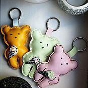 Аксессуары ручной работы. Ярмарка Мастеров - ручная работа JuMi-мишка подвеска-брелок. Handmade.