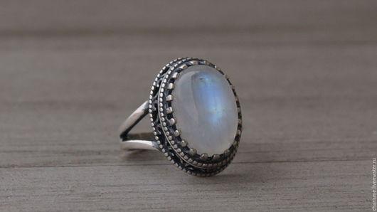 """Кольца ручной работы. Ярмарка Мастеров - ручная работа. Купить Посеребренное кольцо с натуральным лунным камнем """"Лунная ночь"""". Handmade."""