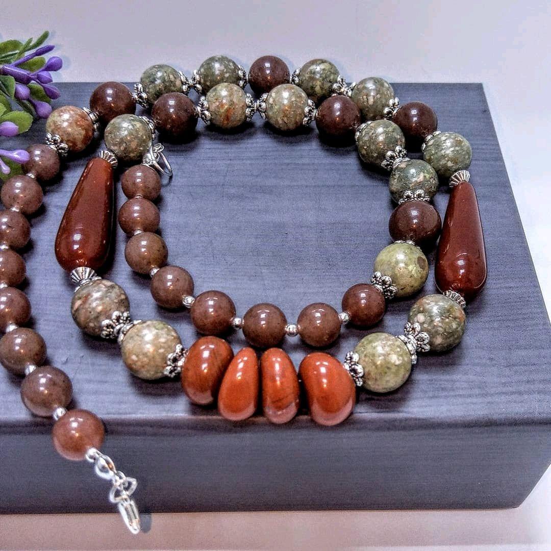 публикует фото бусы из натуральных камней авторские работы фото магазинов
