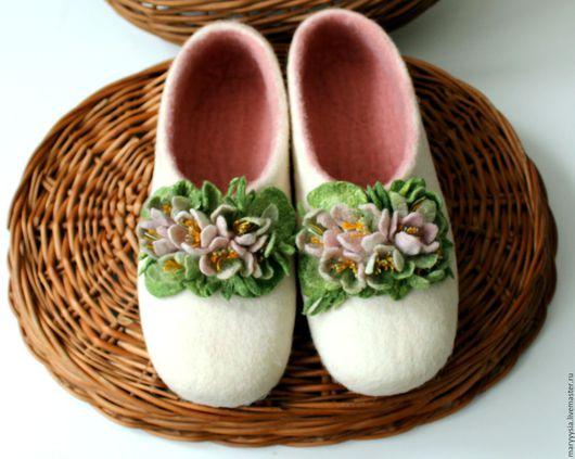 """Обувь ручной работы. Ярмарка Мастеров - ручная работа. Купить тапочки """" 8-марта"""". Handmade. Тапочки, тапочки женские"""