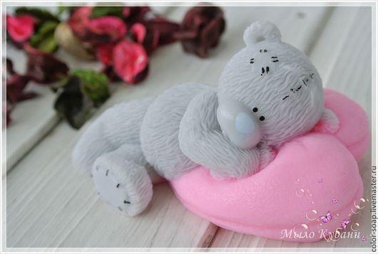 Подарки для влюбленных ручной работы. Ярмарка Мастеров - ручная работа. Купить Мишка на подушке сердце - сувенирное мыло в подарок маме, девушке. Handmade.