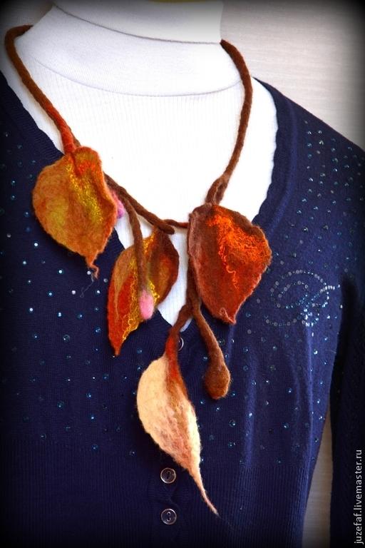 """Колье, бусы ручной работы. Ярмарка Мастеров - ручная работа. Купить Валяное ожерелье-жгут """"Листья"""".. Handmade. Коричневый, закат"""
