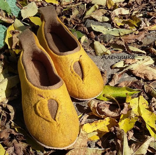 Тапочки домашние валяные. Тапочки валяные Горчичные. Купить тапочки домашние Горчичные. Тапочки домашние из шерсти. Валяные тапочки теплые. Купить теплые тапочки для дома. Домашняя обувь - тапочки.