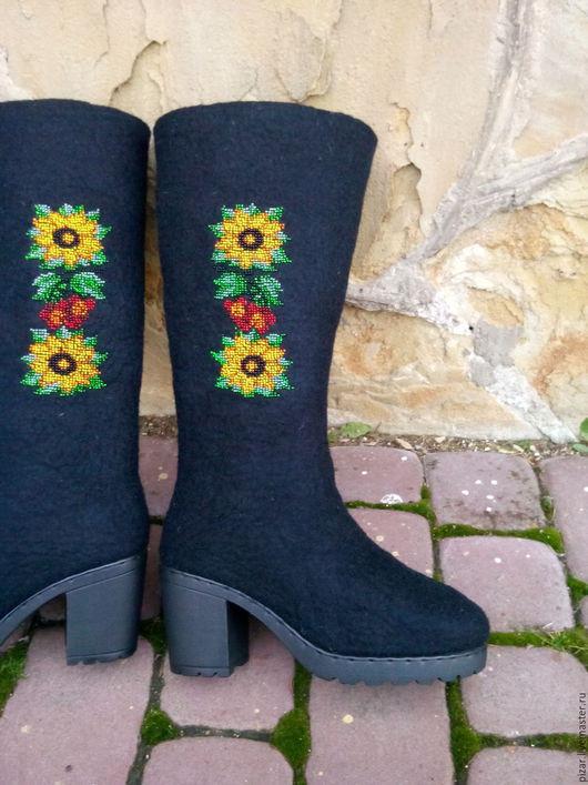 """Обувь ручной работы. Ярмарка Мастеров - ручная работа. Купить Валенки сапожки с вышивкой бисером """" Соняшник"""". Handmade. Черный"""