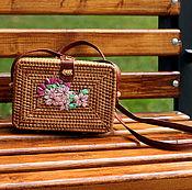 Классическая сумка ручной работы. Ярмарка Мастеров - ручная работа Соломенная сумка с вышивкой цветы. Handmade.
