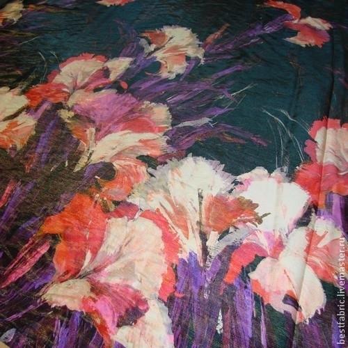 нарядная шелковая плательно-костюмная  ткань\r\nсток UNGARO, Италия\r\nшелк + матовый люрекс\r\nшир. 140 см\r\\r\nкупон\r\nцветы крупные, пов-ть с матовым блеском\r\nмягкая, средней толщины\r\nкостюм