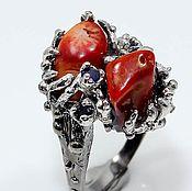 Украшения ручной работы. Ярмарка Мастеров - ручная работа Кольцо нат. кораллы, сапфиры серебро 925 позолота. Handmade.