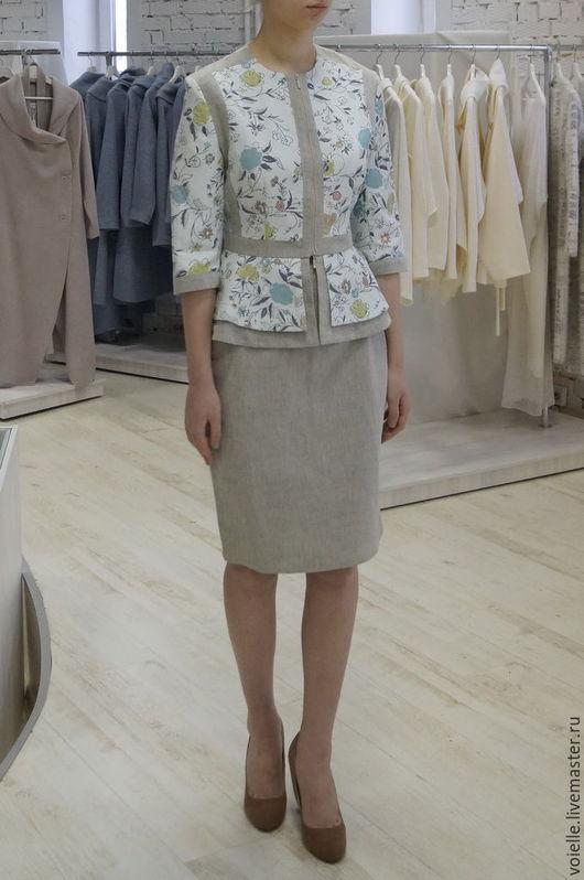 Жакет летний с баской женский льняной  светлый с цветами комбинированный. Жакет можно носить с юбкой как костюм.