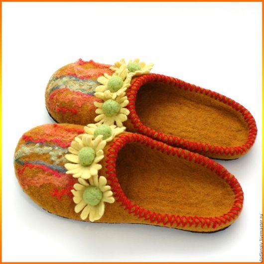 """Обувь ручной работы. Ярмарка Мастеров - ручная работа. Купить Тапочки """"Ромашки2"""". Handmade. Желтый, тапочки валяные"""