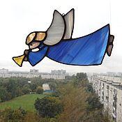 """Для дома и интерьера ручной работы. Ярмарка Мастеров - ручная работа """"Ангел летящий с дудочкой, в синем"""" витраж-подвес. Handmade."""