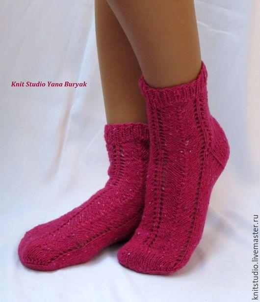 Носки, Чулки ручной работы. Ярмарка Мастеров - ручная работа. Купить Вязаные носки малиновые, ярко-розовые. Подарочные носки. Handmade.