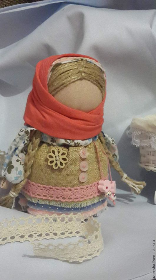 Народные куклы ручной работы. Ярмарка Мастеров - ручная работа. Купить Кукла-оберег Девочка с конфеткой. Handmade. Кукла оберег
