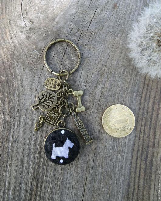 """Брелоки ручной работы. Ярмарка Мастеров - ручная работа. Купить """"Вечерняя прогулка"""" брелок для ключей. Handmade. Чёрно-белый"""