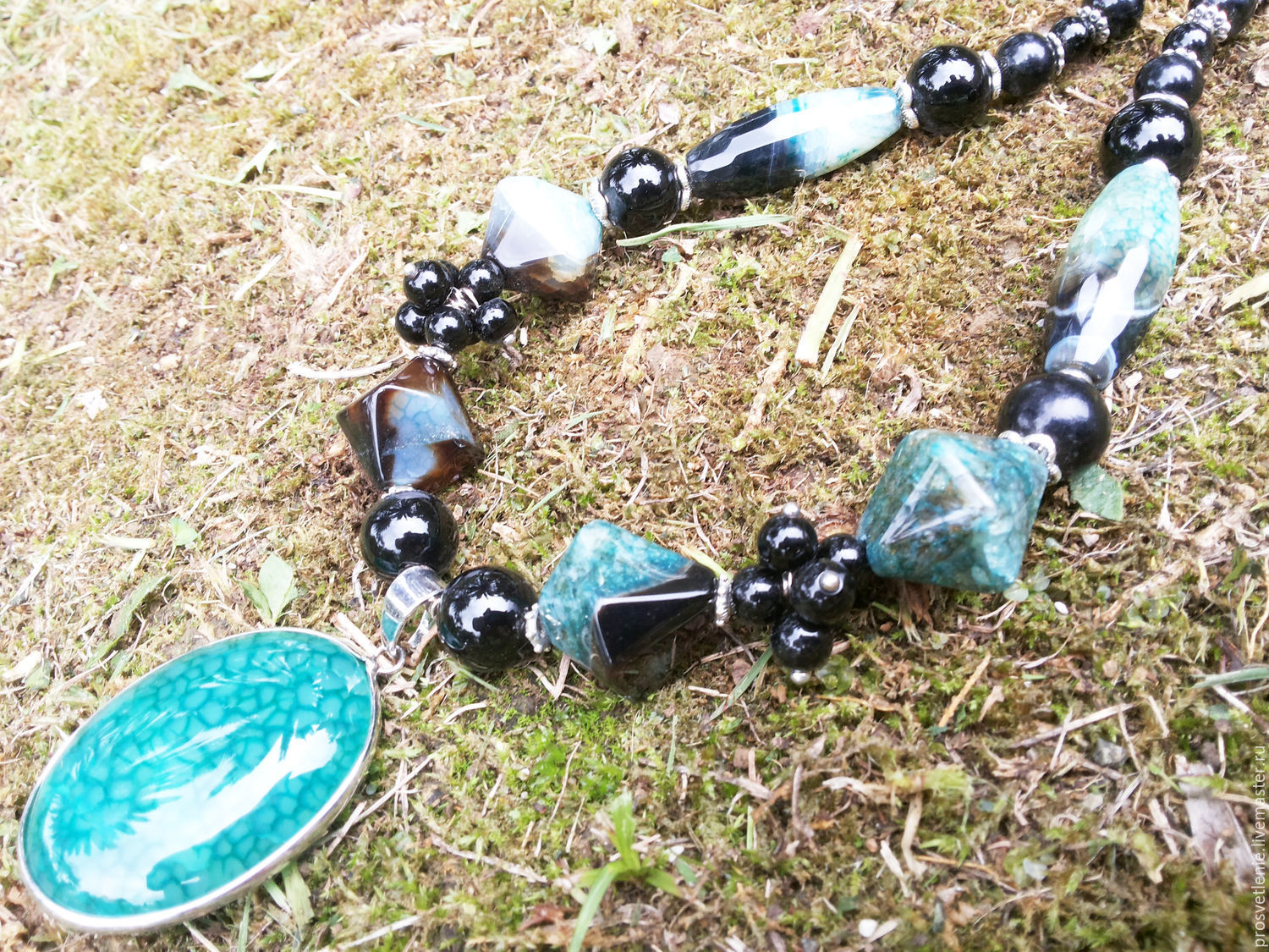 Spectacular decoration necklace made of natural stones, charming decoration necklace is made of natural stones, elegant necklace jewelry made of stones, the necklace decoration of natural stones handm