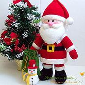 """""""Дед Мороз с подарком"""" вязаная игрушка"""