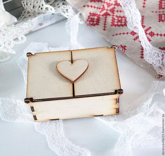 Шкатулка с сердцем - в виде замочка, с двумя открывающимися крышками.