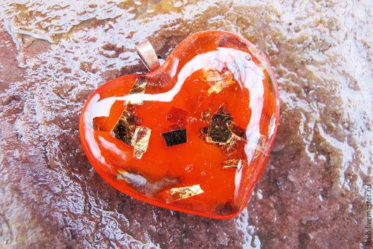 Красный кулон Сердце с золотом. Оригинальное украшение в единственном экземпляре.