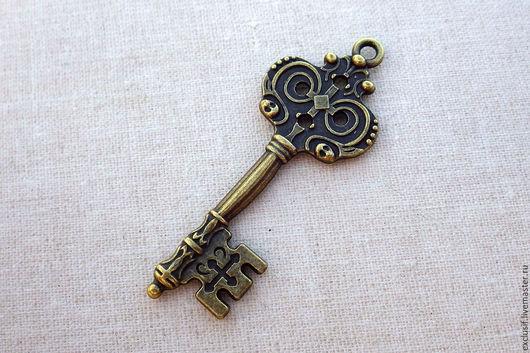 Фурнитура для создания украшений. Ключ винтажный. Подвеска для кулона в виде ключа. Цвет ключа античная бронза. Ключ двусторонний. Размер ключа 5х2 см. Купить подвеску ключ