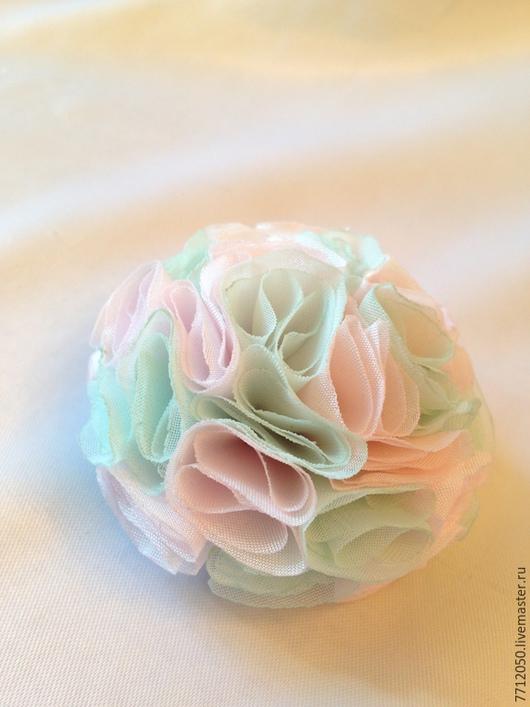 брошь из ткани воздушный зефир пышная нежная брошь бледно-розовая бледно-голубая брошь из ткани купить брошь нежно-голубой цвет нежно-розовый цвет украшение на выпускной вечер нежное украшение брошь-ц