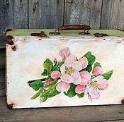"""Для дома и интерьера ручной работы. Ярмарка Мастеров - ручная работа """"Весенний цвет"""" чемодан для дома, для фотосессий. Handmade."""