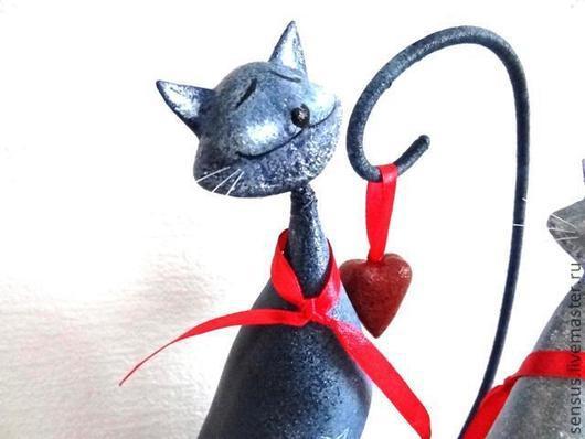 статуэтка Я дарю тебе свое сердце, папье-маше, купить папье-маше, ярмарка мастеров, ручная работа, кот, коты, любовь, серый, красный
