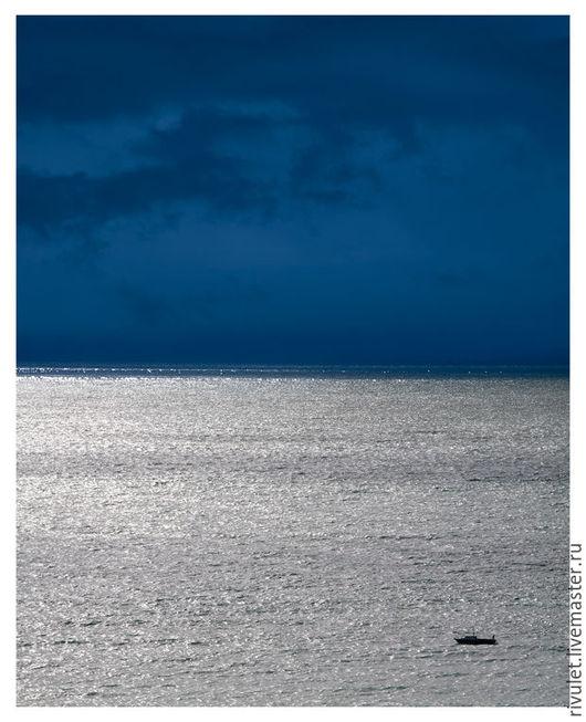 Авторская фотокартина - абстрактный морской пейзаж с ярким контрастом серебряной воды и темно-синего неба.  «Море лунного света»  Елена Ануфриева